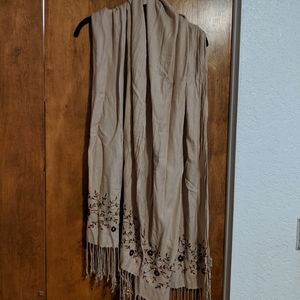 Accessories - Shawl with stitched flowers